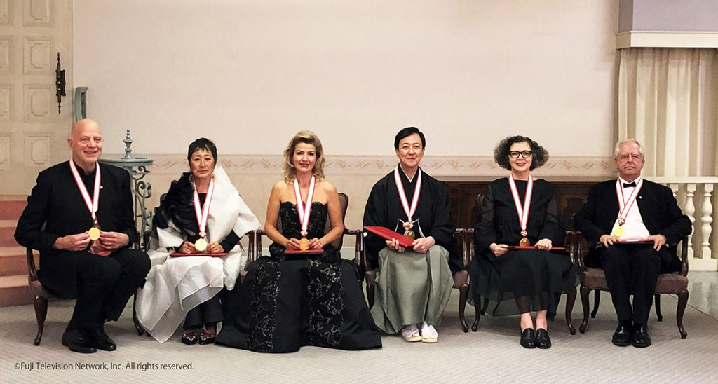 Group Photo (From Left)Tod Williams, Billie Tsien (U. S. A.),Anne-Sophie Mutter (Germany)Bando Tamasaburo (Japan)Mona Hatoum (U. K.)William Kentridge (South Africa)